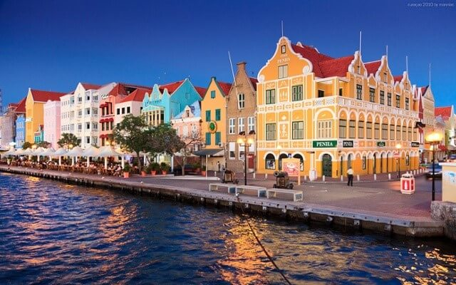 curacao buildings.jpg